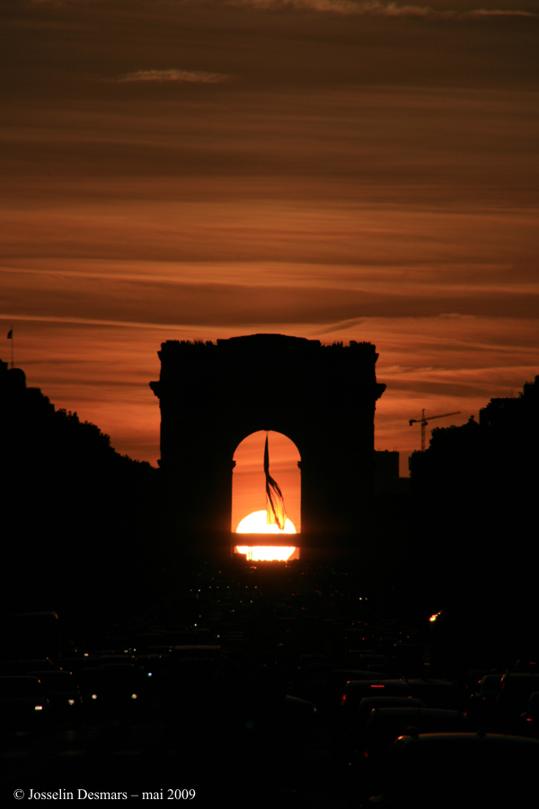 Coucher de Soleil sous l'Arc de triomphe en 2009
