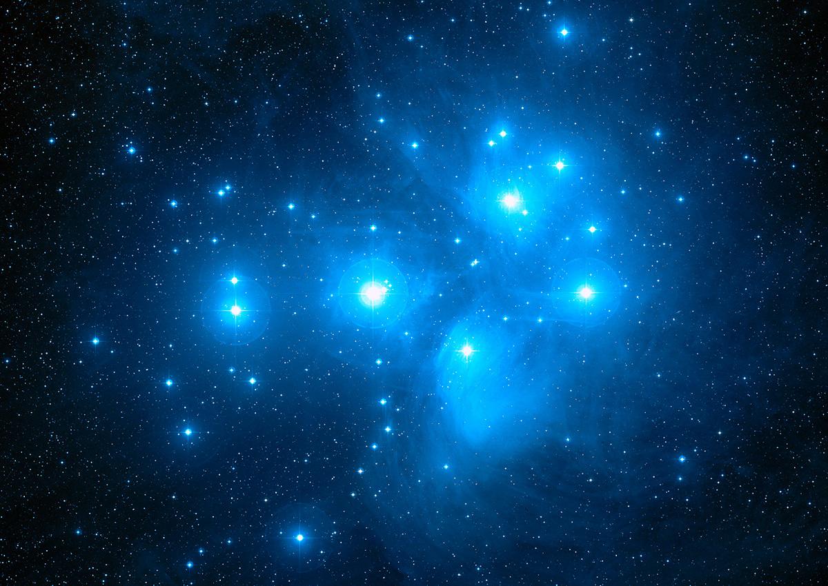 L'amas ouvert M45, également dénommé « Les Pléiades »