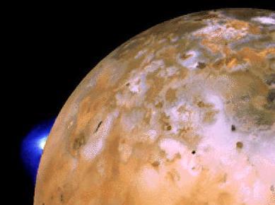 La sonde Voyager a détecté de puissants volcans sur Io dont la cause de l'émission thermique est aujourd'hui comprise.